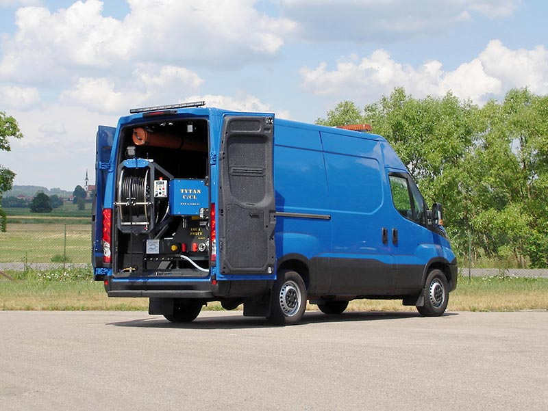 TITAN-210.70—IVECO-DAILY—HIGH-PRESSURE-JETTING-MACHINE-KanRo-Ltd-fot.1.